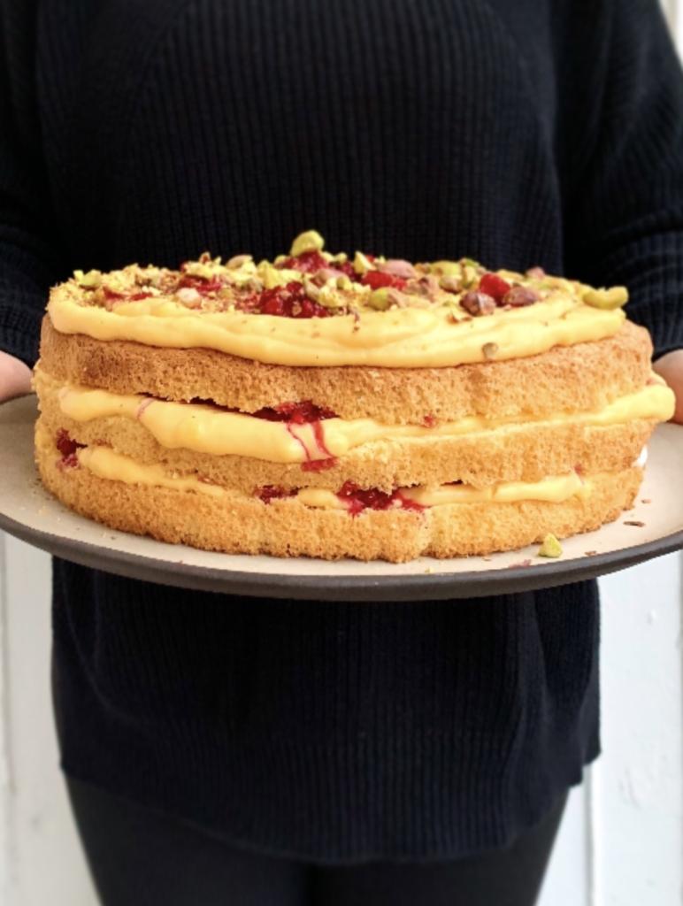 žuta torta sa malinama